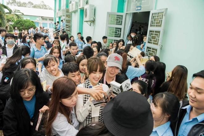 Hoa hậu Hà Kiều Anh: Điều quý giá nhất trên đời là tri thức - Ảnh 5.