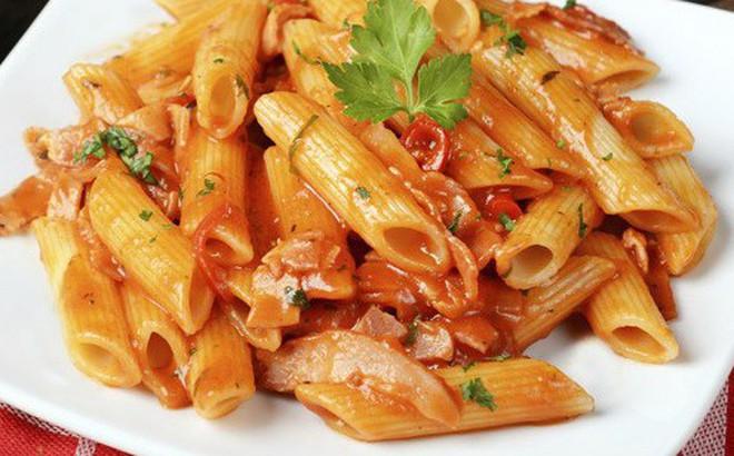 Cả nhà cười khi thấy tôi dùng nồi cơm điện làm món mì Ý, nhưng khi ăn ai cũng ngạc nhiên vì quá ngon!