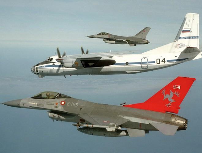 Máy bay do thám Nga thảnh thơi chụp ảnh căn cứ tên lửa hạt nhân tối mật của Mỹ - Ảnh 9.
