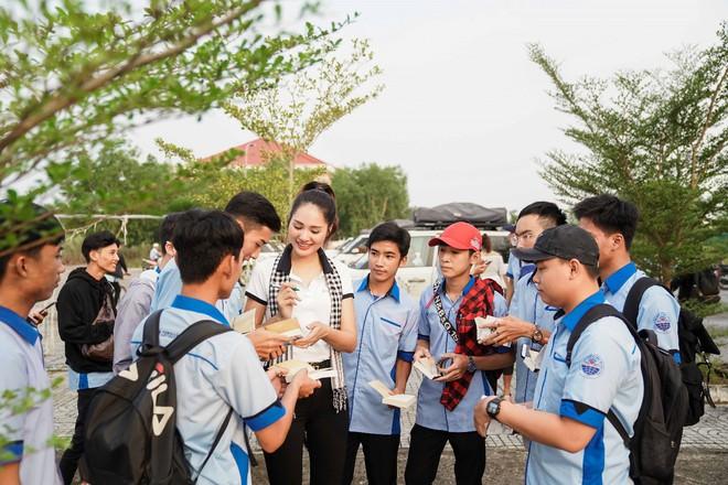 Hành trình trao sách quý nơi kênh rạch chằng chịt Đồng bằng Sông Cửu Long - Ảnh 14.
