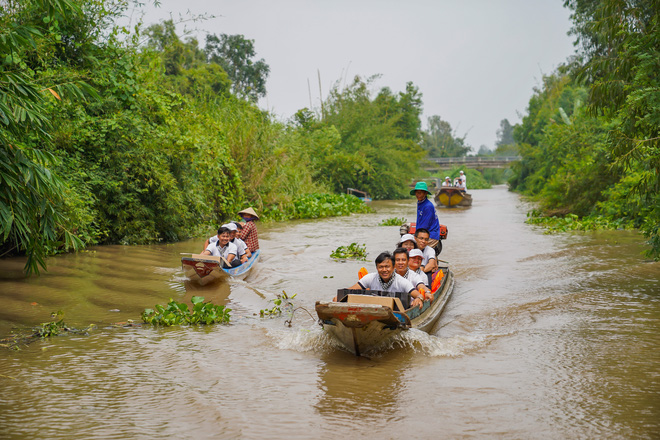 Hành trình trao sách quý nơi kênh rạch chằng chịt Đồng bằng Sông Cửu Long - Ảnh 11.
