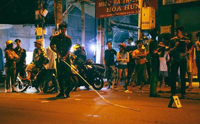 """Hai nhóm """"giang hồ"""" hỗn chiến kinh hoàng ở Sài Gòn, 3 người bị thương"""