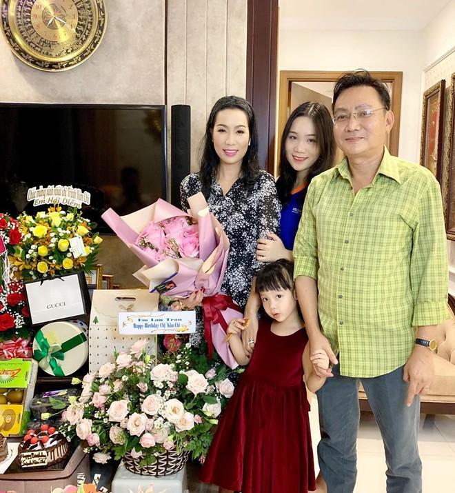 Nhan sắc khả ái của con gái Á hậu Trịnh Kim Chi: Lột xác từ cô bé mũm mĩm da ngăm thành thiếu nữ 17 tuổi cao 1m72 - Ảnh 2.