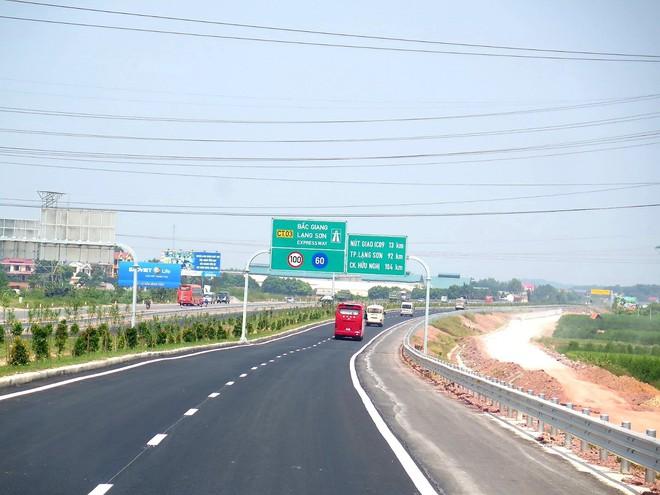 Cận cảnh 64km cao tốc Bắc Giang - Lạng Sơn trong ngày thông xe  - Ảnh 3.