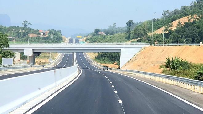 Cận cảnh 64km cao tốc Bắc Giang - Lạng Sơn trong ngày thông xe  - Ảnh 4.