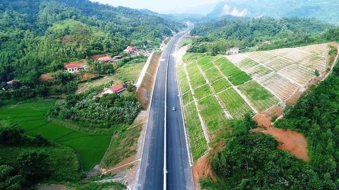 Cận cảnh 64km cao tốc Bắc Giang - Lạng Sơn trong ngày thông xe  - Ảnh 5.