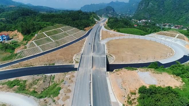 Cận cảnh 64km cao tốc Bắc Giang - Lạng Sơn trong ngày thông xe  - Ảnh 7.