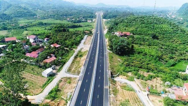 Cận cảnh 64km cao tốc Bắc Giang - Lạng Sơn trong ngày thông xe  - Ảnh 9.