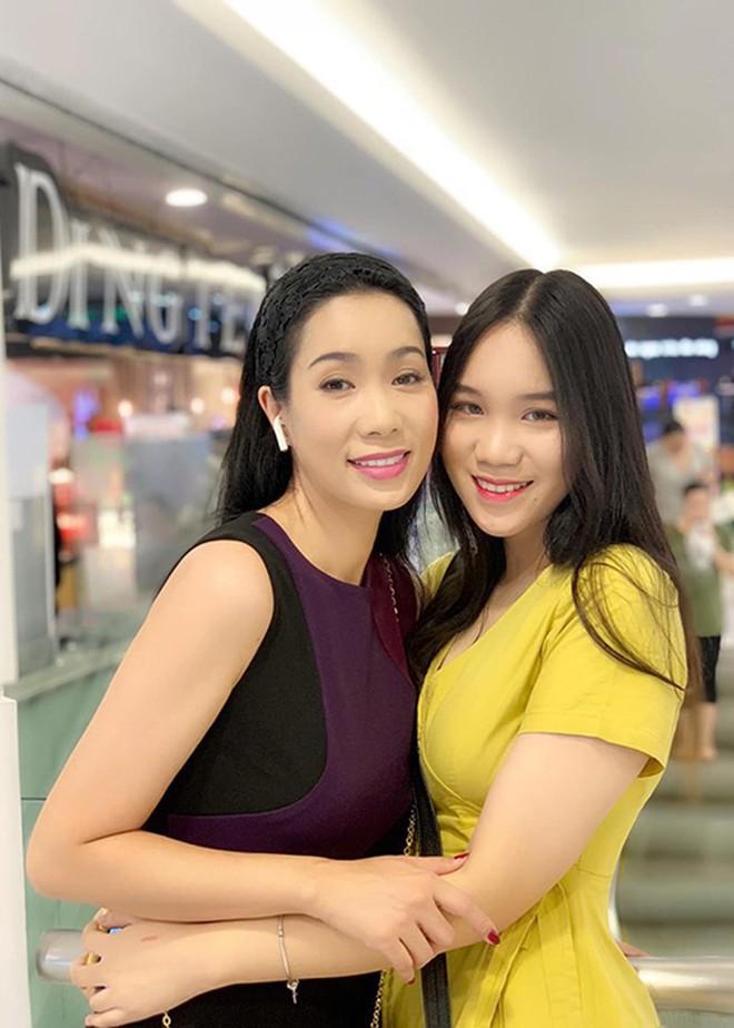 Nhan sắc khả ái của con gái Á hậu Trịnh Kim Chi: Lột xác từ cô bé mũm mĩm da ngăm thành thiếu nữ 17 tuổi cao 1m72 - Ảnh 9.