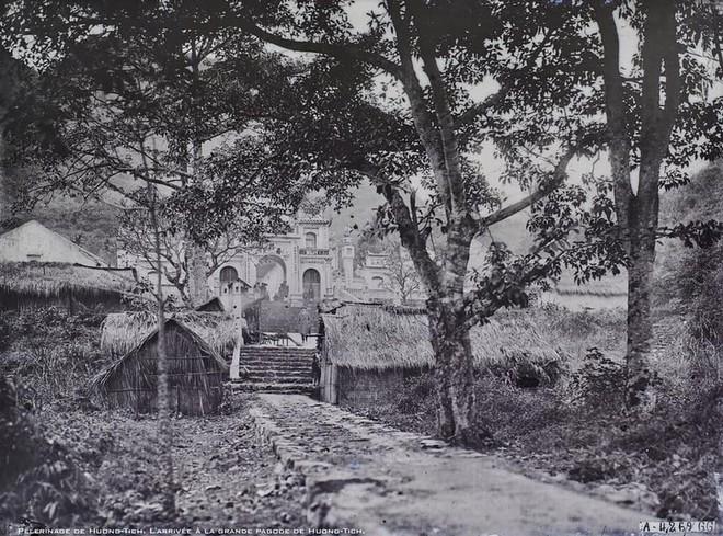 Nhìn lại những hình ảnh hiếm hoi về Chùa Hương năm 1927 - Ảnh 1.