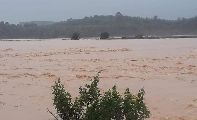 Hà Tĩnh: Thủy điện xả lũ kết hợp mưa lớn khiến hàng loạt xã, huyện bị ngập nặng - Ảnh 5.