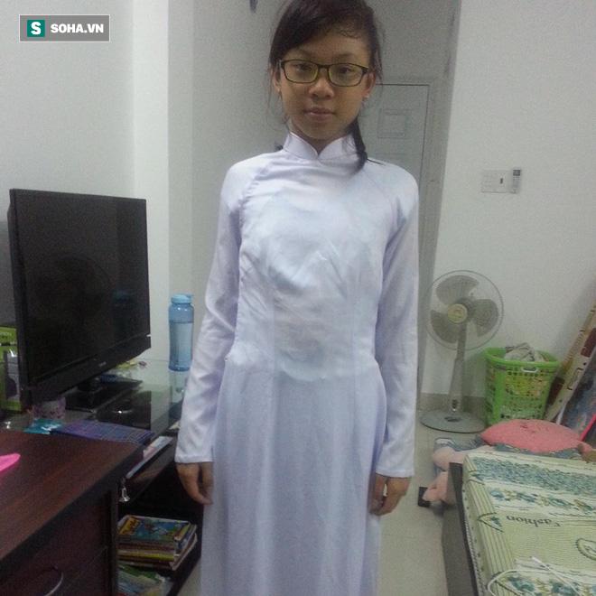 Xuất hiện trong tà áo dài, nữ sinh 16 tuổi gây chú ý vì vóc dáng nóng bỏng: Màn dậy thì xuất sắc - Ảnh 1.
