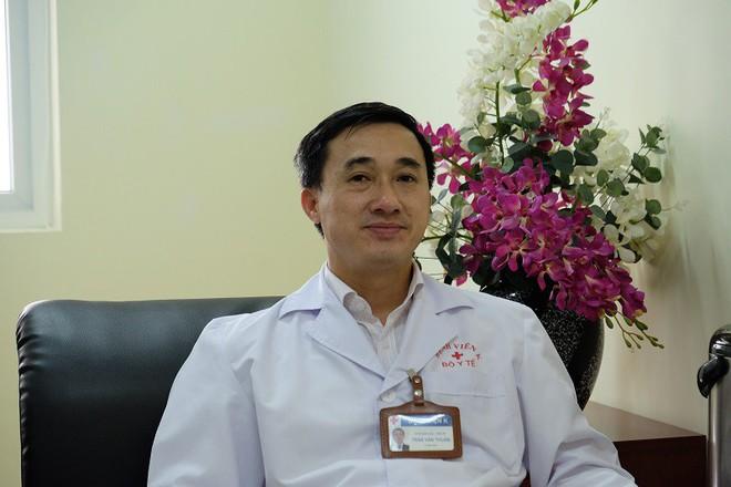 Bác sĩ bệnh viện K lưu ý 2 dấu hiệu nguy hiểm cần khám sàng lọc ung thư vú ngay kẻo trễ - Ảnh 2.