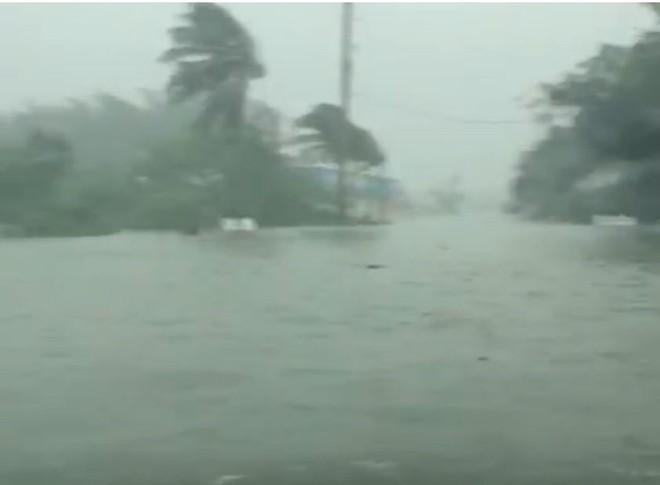 Thủ tướng Bahamas rơi nước mắt khi bão Dorian tăng cấp đổ bộ thẳng quốc đảo - Ảnh 1.