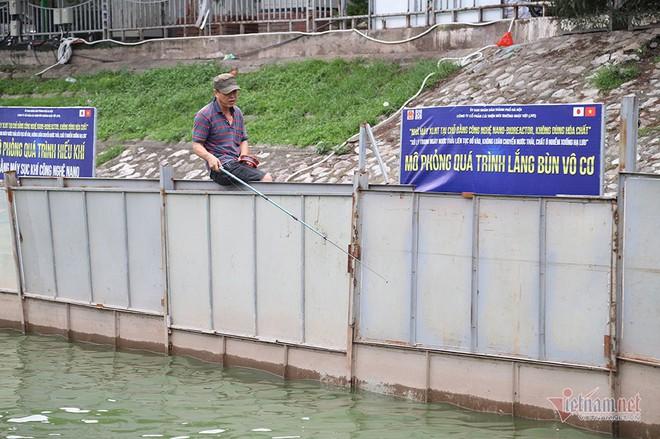 Cần thủ vây kín khu làm sạch của chuyên gia Nhật trên sông Tô Lịch - Ảnh 17.