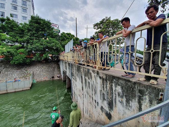 Cần thủ vây kín khu làm sạch của chuyên gia Nhật trên sông Tô Lịch - Ảnh 6.