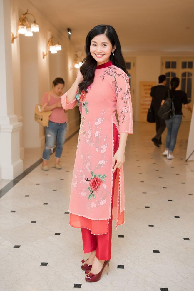 Nhan sắc xinh đẹp, không tuổi của vợ ông trùm phim truyền hình Đỗ Thanh Hải - Ảnh 9.