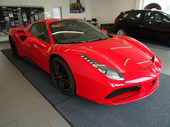 Ferrari 488 Spider màu đỏ hơn 20 tỷ đồng ở Hà Nội - Ảnh 1.