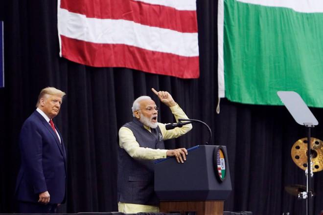 Vì sao thỏa thuận thương mại với Ấn Độ và Nhật Bản thành quân bài then chốt để ông Trump tái cử? - Ảnh 1.