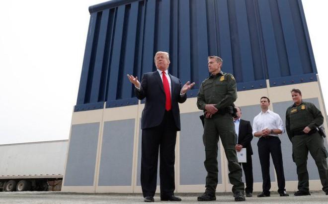 """6,1 tỷ USD và 127 dự án bị ảnh hưởng: Bức tường của ông Trump đang """"hút máu"""" Quân đội Mỹ?"""