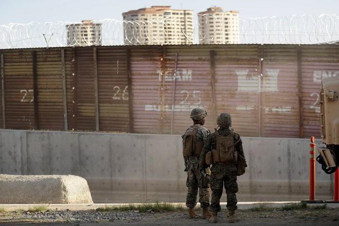 6,1 tỷ USD và 127 dự án bị ảnh hưởng: Bức tường của ông Trump đang hút máu Quân đội Mỹ? - Ảnh 2.
