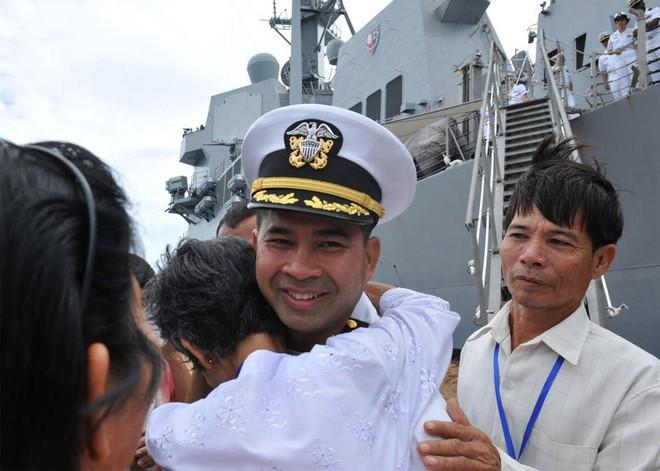 Các vụ án hối lộ tình dục: Tư lệnh Mỹ điều tàu chiến để được tặng gái mại dâm - Ảnh 2.