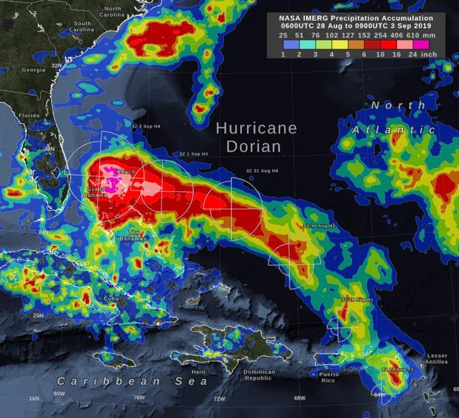Những hình ảnh 'quái vật' của siêu bão Dorian nhìn từ vệ tinh: Riêng mắt bão rộng 39 km! - ảnh 4