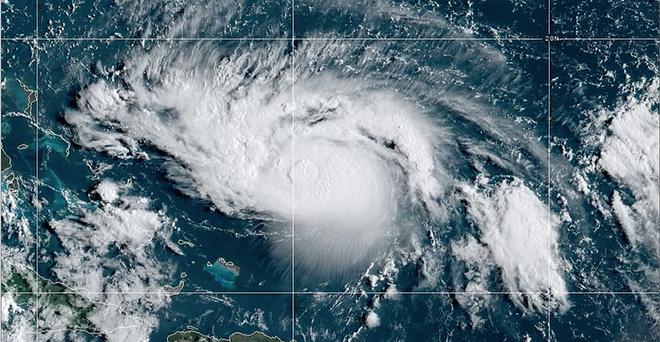 Những hình ảnh 'quái vật' của siêu bão Dorian nhìn từ vệ tinh: Riêng mắt bão rộng 39 km! - ảnh 3