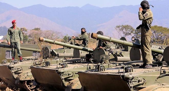 Venezuela bất ngờ triển khai tên lửa phòng không áp sát biên giới Colombia: Dấu hiệu nóng! - Ảnh 1.