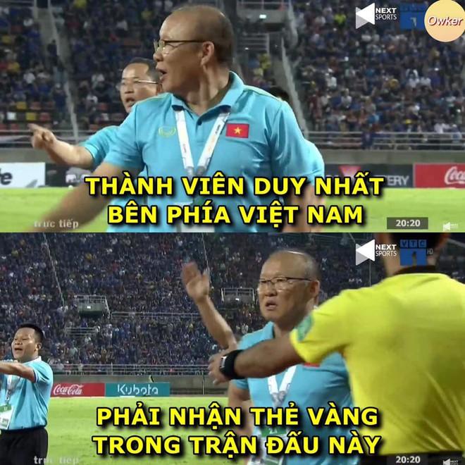 Quế Ngọc Hải lạnh lùng làm dấu suỵt khi cầu thủ Thái Lan lao vào tranh cãi - Ảnh 1.