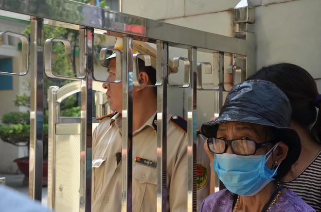 Dân kéo ra Công ty Rạng Đông đòi đối thoại sau thông tin 15,1 - 27,2kg thủy ngân đã phát tán ra môi trường - Ảnh 5.