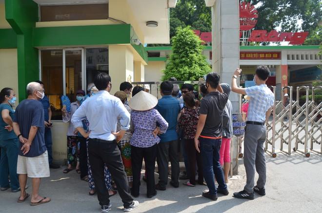 Dân kéo ra Công ty Rạng Đông đòi đối thoại sau thông tin 15,1 - 27,2kg thủy ngân đã phát tán ra môi trường - Ảnh 3.