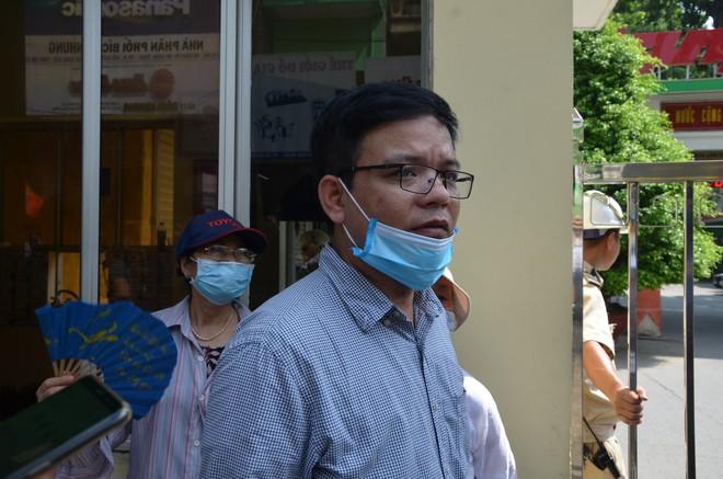 Dân kéo ra Công ty Rạng Đông đòi đối thoại sau thông tin 15,1 - 27,2kg thủy ngân đã phát tán ra môi trường - Ảnh 6.