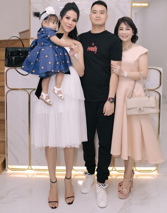 Kỳ Duyên - Minh Triệu mặc gợi cảm, thân thiết với nhau tại sự kiện - Ảnh 2.