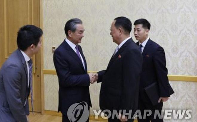 """""""Mập mờ"""" thông tin Ngoại trưởng Trung Quốc gặp Chủ tịch Triều Tiên Kim Jong-un"""