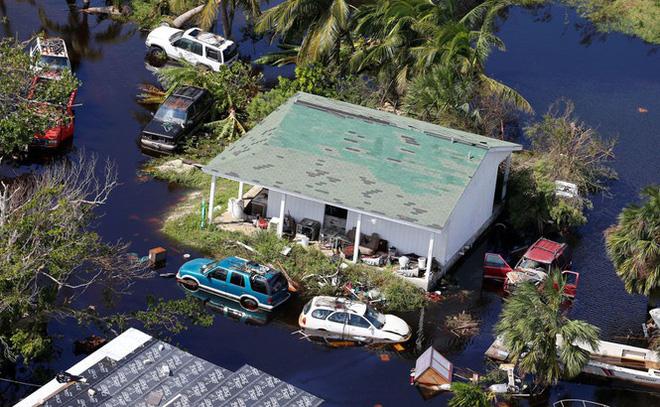 Dân Mỹ nín thở đón bão 'quái vật' vừa đoạt mạng 20 người ở Bahamas - Ảnh 1.
