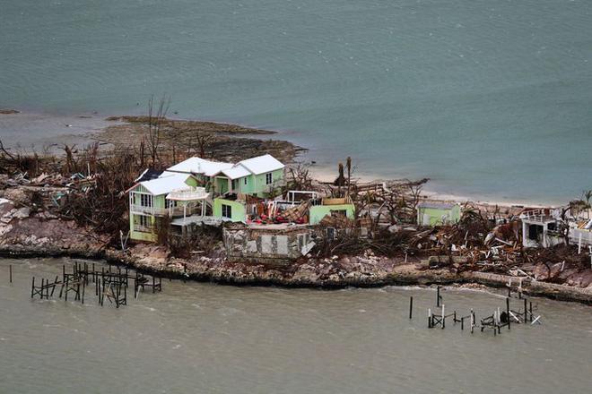 Dân Mỹ nín thở đón bão 'quái vật' vừa đoạt mạng 20 người ở Bahamas - Ảnh 2.