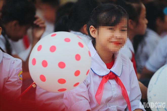 Lễ khai giảng của những đứa trẻ nhiễm H: Hôm nay em tới trường... - Ảnh 14.