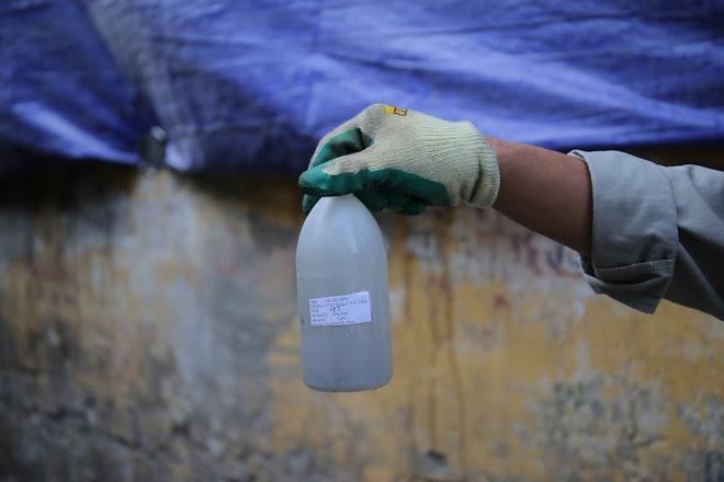 Vụ cháy Công ty Rạng Đông: Binh chủng hóa học vào cuộc - Ảnh 5.