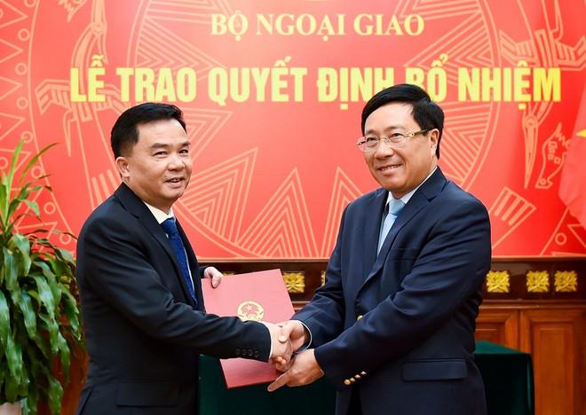 Phó Thủ tướng, Bộ trưởng Ngoại giao trao quyết định bổ nhiệm 2 Tổng Lãnh sự - Ảnh 1.