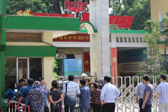 Sau cuộc họp của Chủ tịch Hà Nội: Hàng trăm người dân đến khám bệnh miễn phí - Ảnh 1.