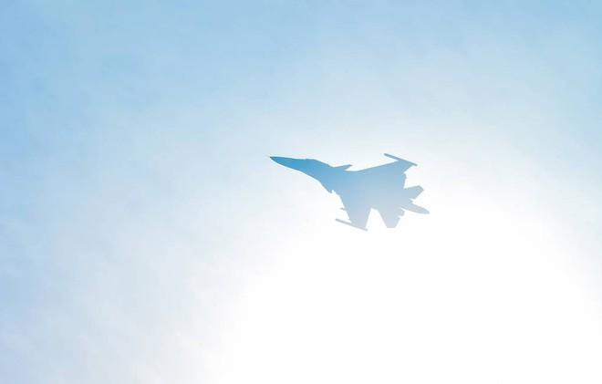 2 tiêm kích đa năng Su-34 hàng gia bảo của Không quân Nga đâm nhau trên trời - Hư hại nặng - Ảnh 1.