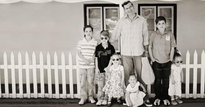 Lần đầu sinh đơn, lần hai sinh đôi, lần kế tiếp sinh ba cô con gái đẹp như hoa hậu  - câu chuyện có thật của 1 gia đình đông con - Ảnh 12.