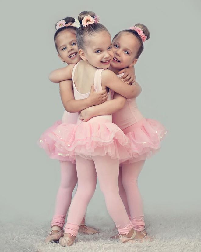 Lần đầu sinh đơn, lần hai sinh đôi, lần kế tiếp sinh ba cô con gái đẹp như hoa hậu  - câu chuyện có thật của 1 gia đình đông con - Ảnh 13.