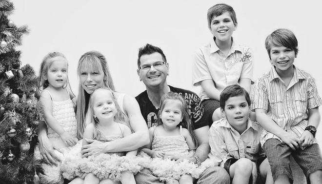 Lần đầu sinh đơn, lần hai sinh đôi, lần kế tiếp sinh ba cô con gái đẹp như hoa hậu  - câu chuyện có thật của 1 gia đình đông con - Ảnh 18.