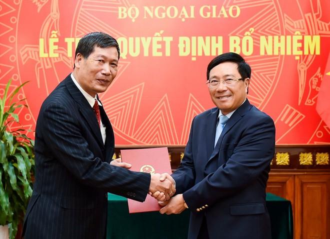 Phó Thủ tướng, Bộ trưởng Ngoại giao trao quyết định bổ nhiệm 2 Tổng Lãnh sự - Ảnh 2.