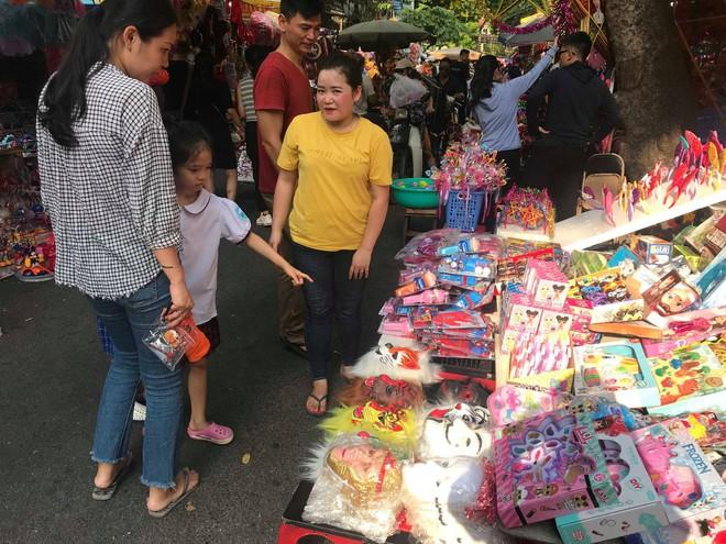 Mặt nạ lông lá xuất xứ Trung Quốc tràn ngập chợ Trung thu Việt Nam - Ảnh 2.