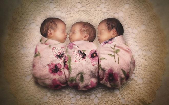 Lần đầu sinh đơn, lần hai sinh đôi, lần kế tiếp sinh ba cô con gái