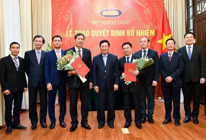 Phó Thủ tướng, Bộ trưởng Ngoại giao trao quyết định bổ nhiệm 2 Tổng Lãnh sự - Ảnh 3.