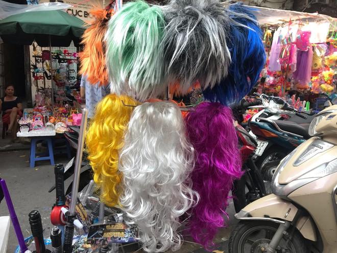 Mặt nạ lông lá xuất xứ Trung Quốc tràn ngập chợ Trung thu Việt Nam - Ảnh 3.